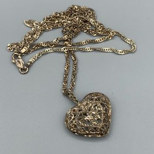 Beautiful Vintage Silver Doves & Heart Necklace
